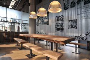 Ideas para emprendedores: montar un bar con mobiliario de madera