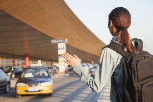 Conoce las diferencias entre un transfer y otros transportes